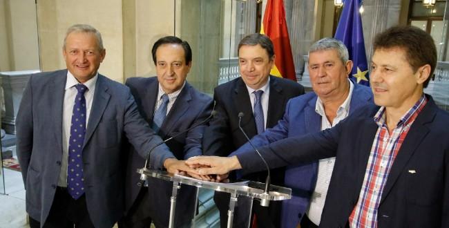 El Ministro Luis Planas con los representantes de las OPAs