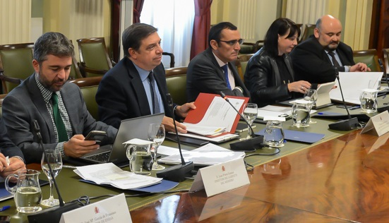 Luis Planas y su equipo en la reunión con COAG