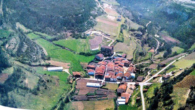paisaje rural, pueblo de Corrres