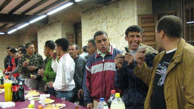 Temporeros marroquís en una fiesta